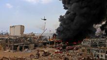 Grande incêndio atinge porto de Beirute, semanas após explosão devastadora