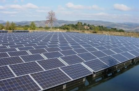 Newly discovered properties of light promise better solar batteries, really great tans