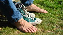 Darum solltest du Schuhe lieber nicht barfüßig tragen