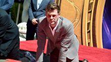 Será que Chris Hemsworth escreveu o próprio nome errado na calçada da fama?