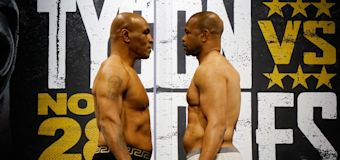 Mike Tyson, Roy Jones Jr. battle to a draw