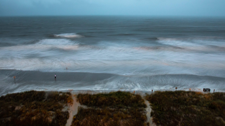 Isaias hits Carolina coast as Category 1 hurricane