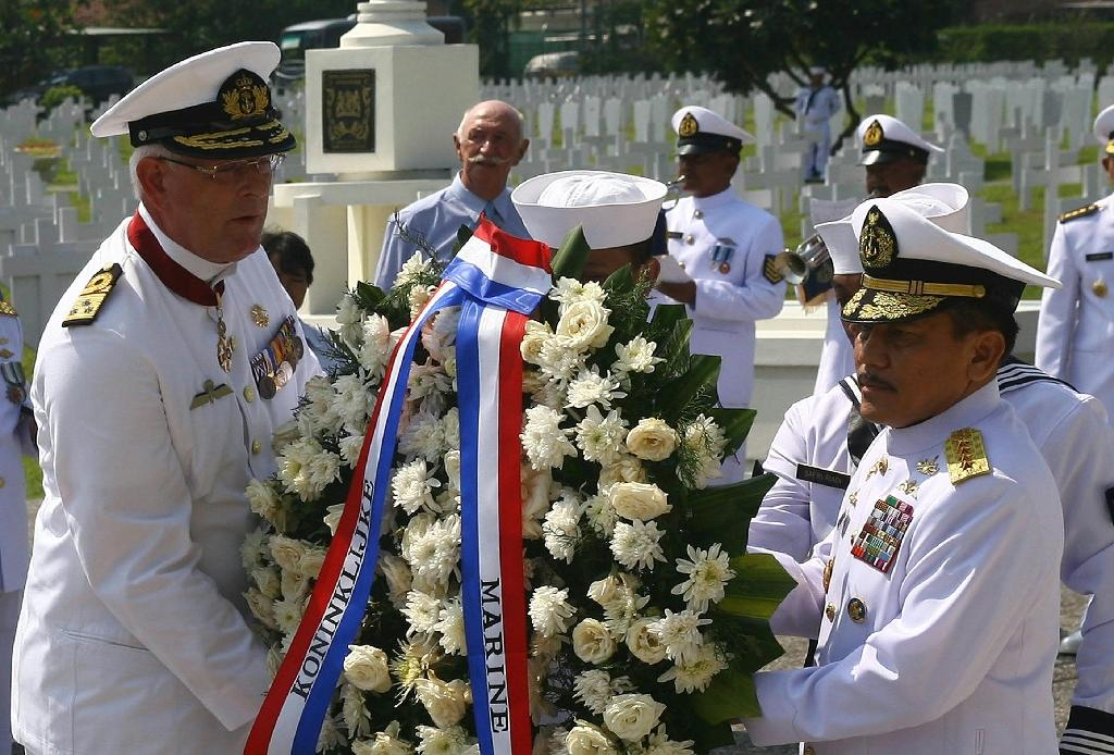 The Dutch and Indonesian naval commanders laid a wreath during a 2014 ceremony to commemorate the 1150 sailors who died in the Battle of the Java Sea in 1942 (AFP Photo/)