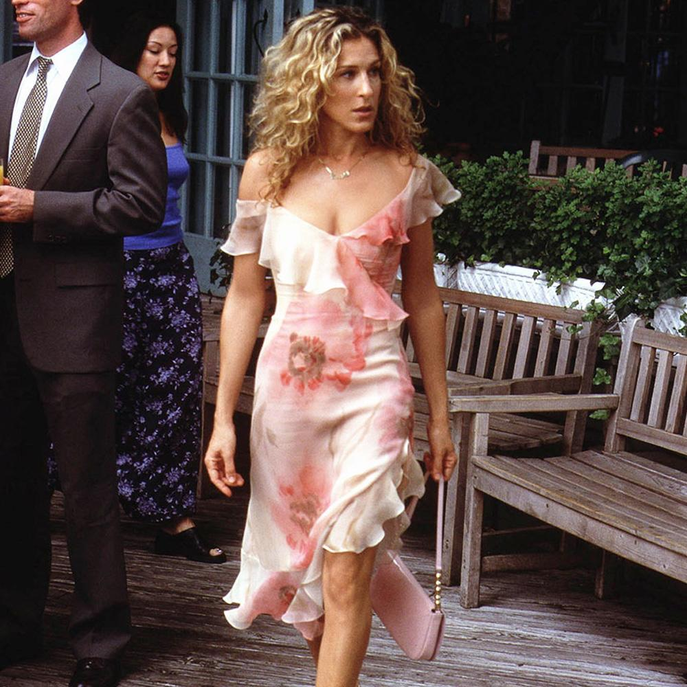 8 Carrie Bradshaw Outfits That Are Still Super Chic