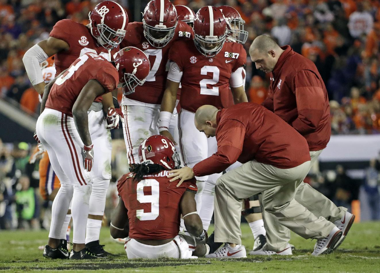 Bo Scarbrough goes down with leg injury