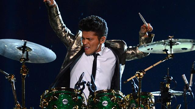 Bruno Mars rocks out with drum solo at Super Bowl XLVIII