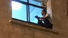 Homem escala parede de hospital para se despedir da mãe com coronavírus