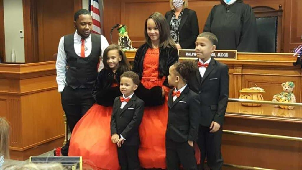 news.yahoo.com: Single foster dad adopts five siblings so they won't be separated