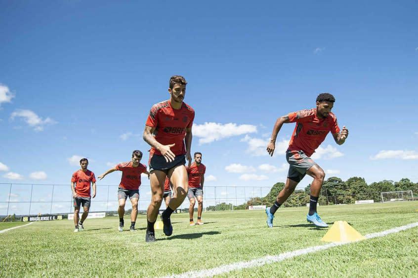 De olho no Vélez, Flamengo encara a Portuguesa em busca de definir substituto ideal de Rodrigo Caio