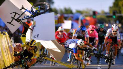 El ciclista Fabio Jakobsen, en coma inducido tras una caída espeluznante en un sprint en el que fue bloqueado