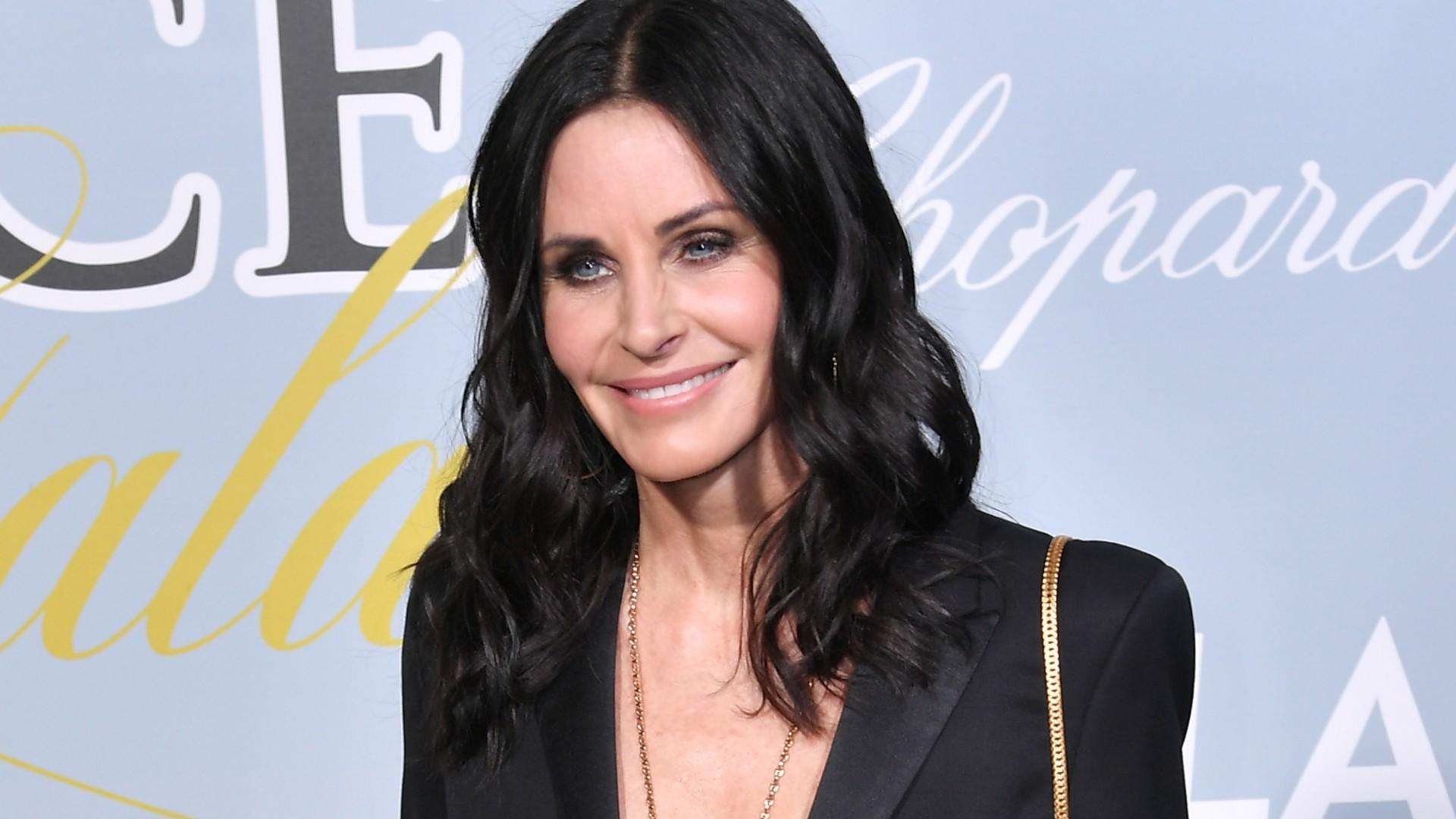 Is it just us, or are you seeing double too when you look at Courteney Cox's daughter Coco Arquette wore her dress from 21 years ago in a throwback? Cox posted the sweet photo of her and her mini-me on Tuesday, missing the TBT window but nonetheless delighting us with a look from her past. […]