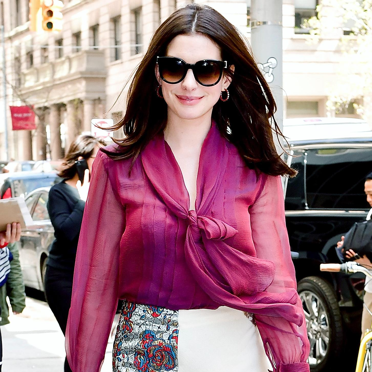 Anne Hathaway Transforms Into A Blonde Bombshell At The