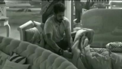 Is Sreesanth using a mobile phone in Bigg Boss house?