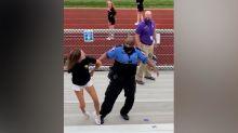 División de opiniones ante la detención de una madre por no llevar mascarilla mientras presenciaba un partido de fútbol de su hijo