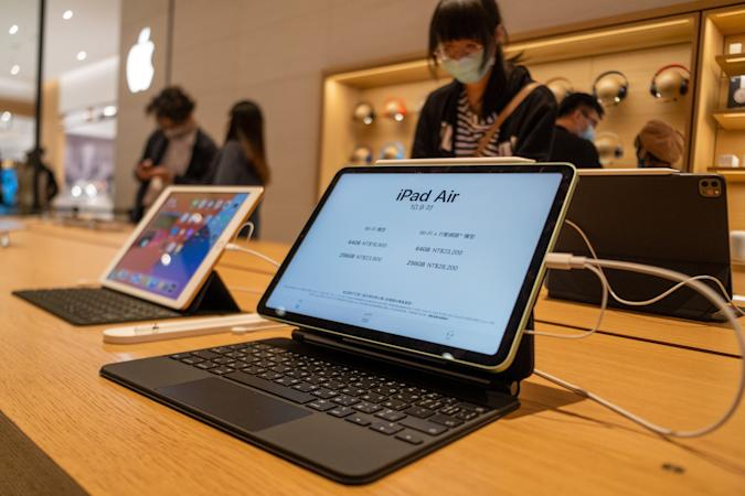 TAIPEI, TAIWAN - 2020/11/14: Apple iPad Air seen on display at an Apple store after the launch of the new iPhone 12 series smartphones. (Photo by Walid Berrazeg/SOPA Images/LightRocket via Getty Images)