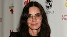 Courteney Cox recreates famous Thanksgiving Friends scene