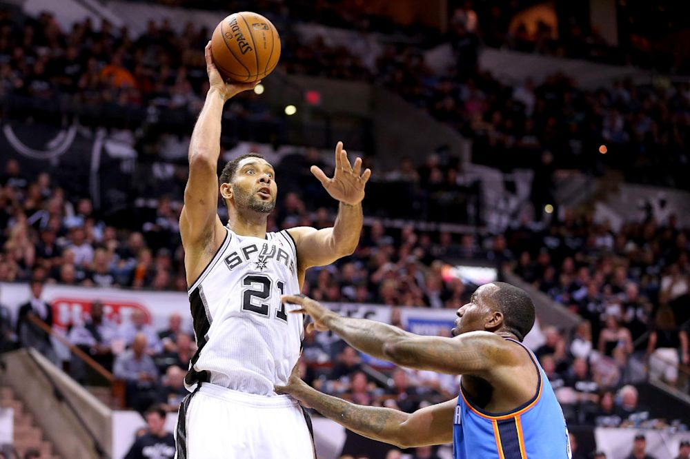 Duncan helps Spurs rout Thunder in series opener