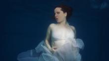 Las fotos de Agustina Kämpfer en la dulce espera: una sirena embarazada de 39 semanas