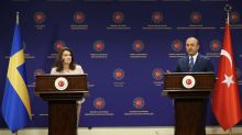 El ministro turco de Exteriores regaña a su homóloga sueca en rueda de prensa