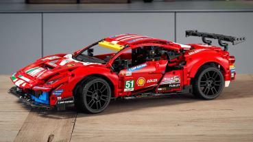 Ferrari 488 GTE 賽車搖身一變成了 Lego Technic 盒裝積木模型