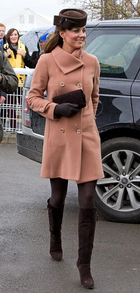 Kate attended thefourth and final day of the Cheltenham Festival in a gorgeous peach wool coat by Joseph.