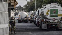 Fitch coloca a Pemex al borde de la 'basura' y AMLO los acusa de cómplices de la corrupción