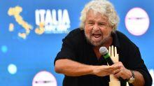 """M5S, bufera per frase di Grillo su autistici. Renzi: """"Per me fai schifo"""""""