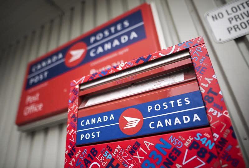 Sides 'far apart' in Canada Post talks despite mediation, says postal union