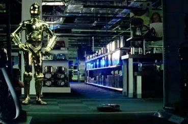 C-3PO and R2-D2 invade consumer electronics megastore, get blown off by Roomba (video)