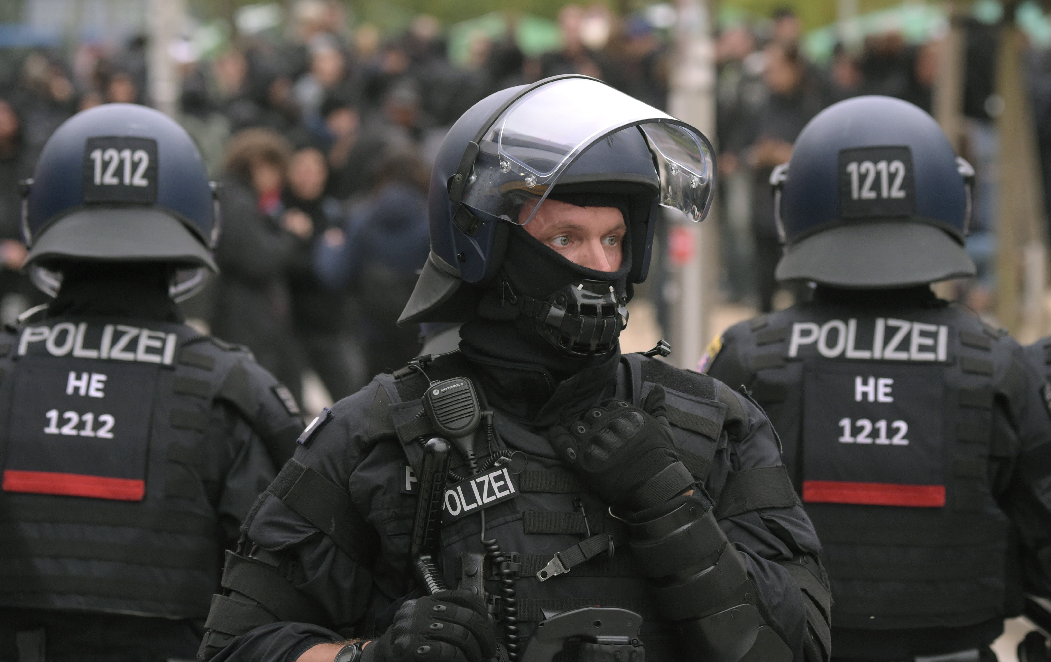 <p>Police separate leftist and nationalist demonstrators in Chemnitz, eastern Germany, Saturday, Sept. 1, 2018, after several nationalist groups called for marches protesting the killing of a German man last week, allegedly by migrants from Syria and Iraq. (Photo: Jens Meyer/AP) </p>