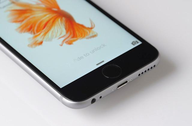 Apple's next iPhone reportedly ditches the headphone jack