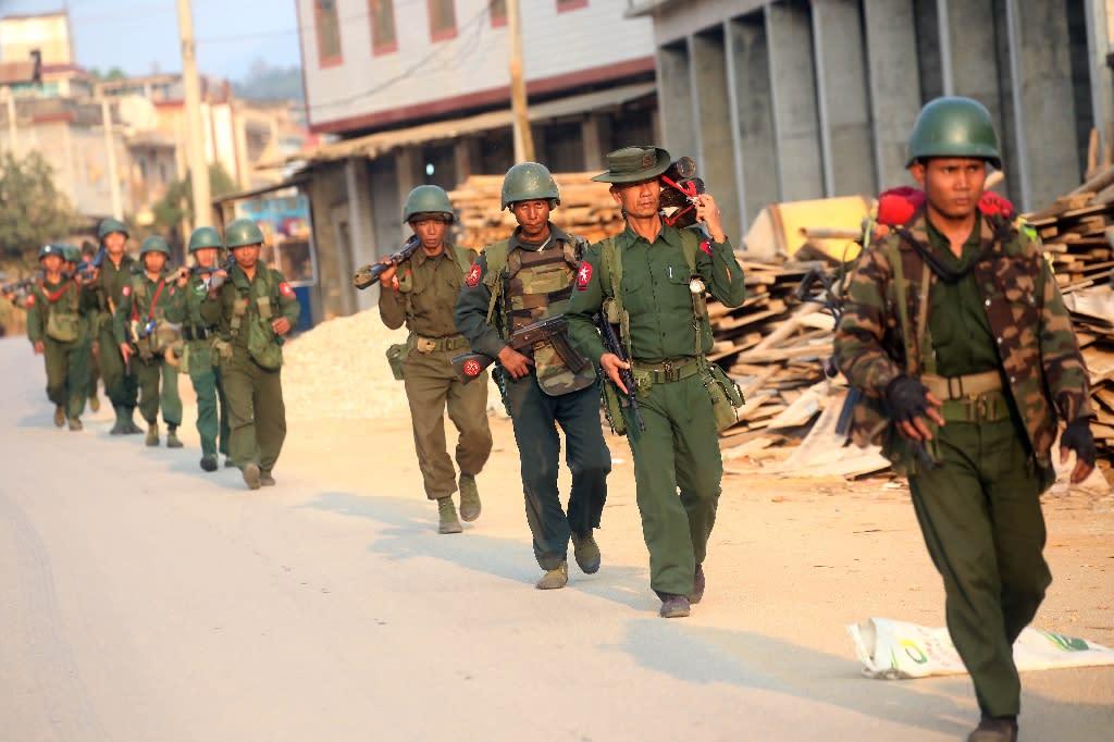 Myanmar soldiers patrol in Laukkai, the main city in the Kokang region of northern Myanmar Shan state, on February 16, 2015 (AFP Photo/)