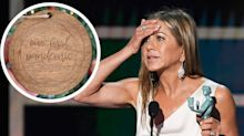 People are calling out Jennifer Aniston over a Christmas ornament that commemorates 'our first pandemic'