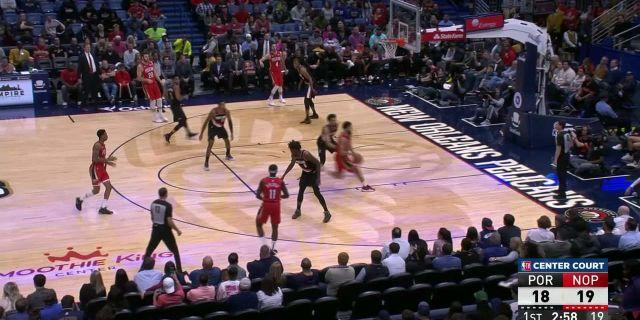 Jrue Holiday reaches back for the jam