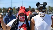 Fãs movimentam as lojas da Disney na Califórnia, mas  parque permanece fechado