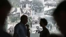 Las fotos que revelan el escalofriante contraste entre la barbarie nazi y la vida cotidiana de los oficiales alemanes