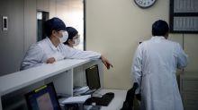 "Médicos chinos ""usan terapia plasmática"" en pacientes con coronavirus"