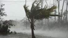 Dorian se debilita a huracán de categoría 3 pero sigue siendo una amenaza para EEUU