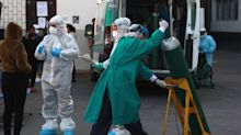 Perú busca asegurar el acceso a la vacuna y los expertos alertan del incremento del COVID-19