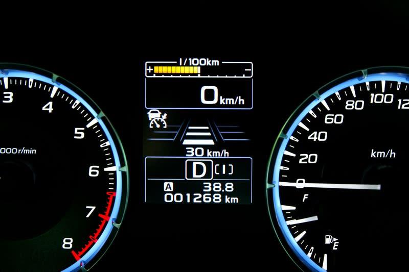 身為Levorg頂規車型當然也有配置具有ACC、車道偏移警示的EyeSight系統。
