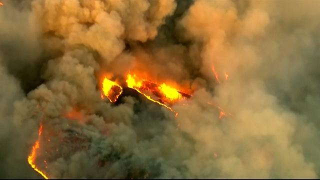 California wildfire threatens thousands of homes