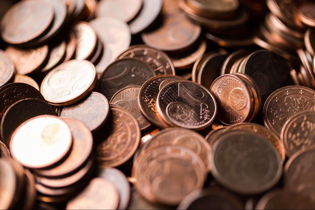 What is a penny cryptocurrency and why are they attractive to investors?