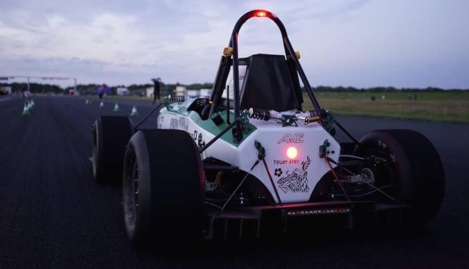 Este coche pasa de 0 a 100 km/h en menos de 2 segundos (video)