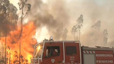 Raw Video: Portugal's firefighters battle blazes
