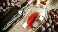 El tiempo pasa y las copas de vino aumentan su tamaño