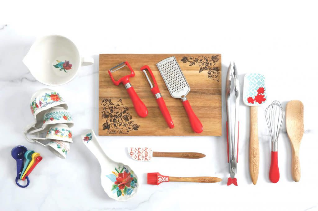 Update Your Kitchen Essentials With The Pioneer Woman 20 Piece Set