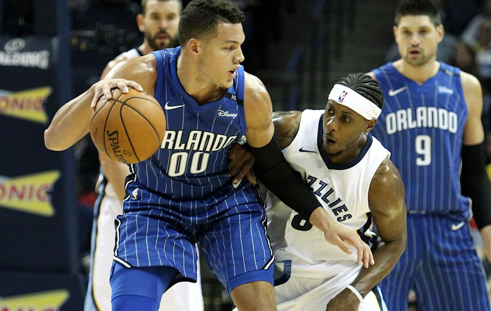 Aaron Gordon and the Magic were able to outlast Mario Chalmers and the Grizzlies in a wild finish. (EFE/Mike Brown)