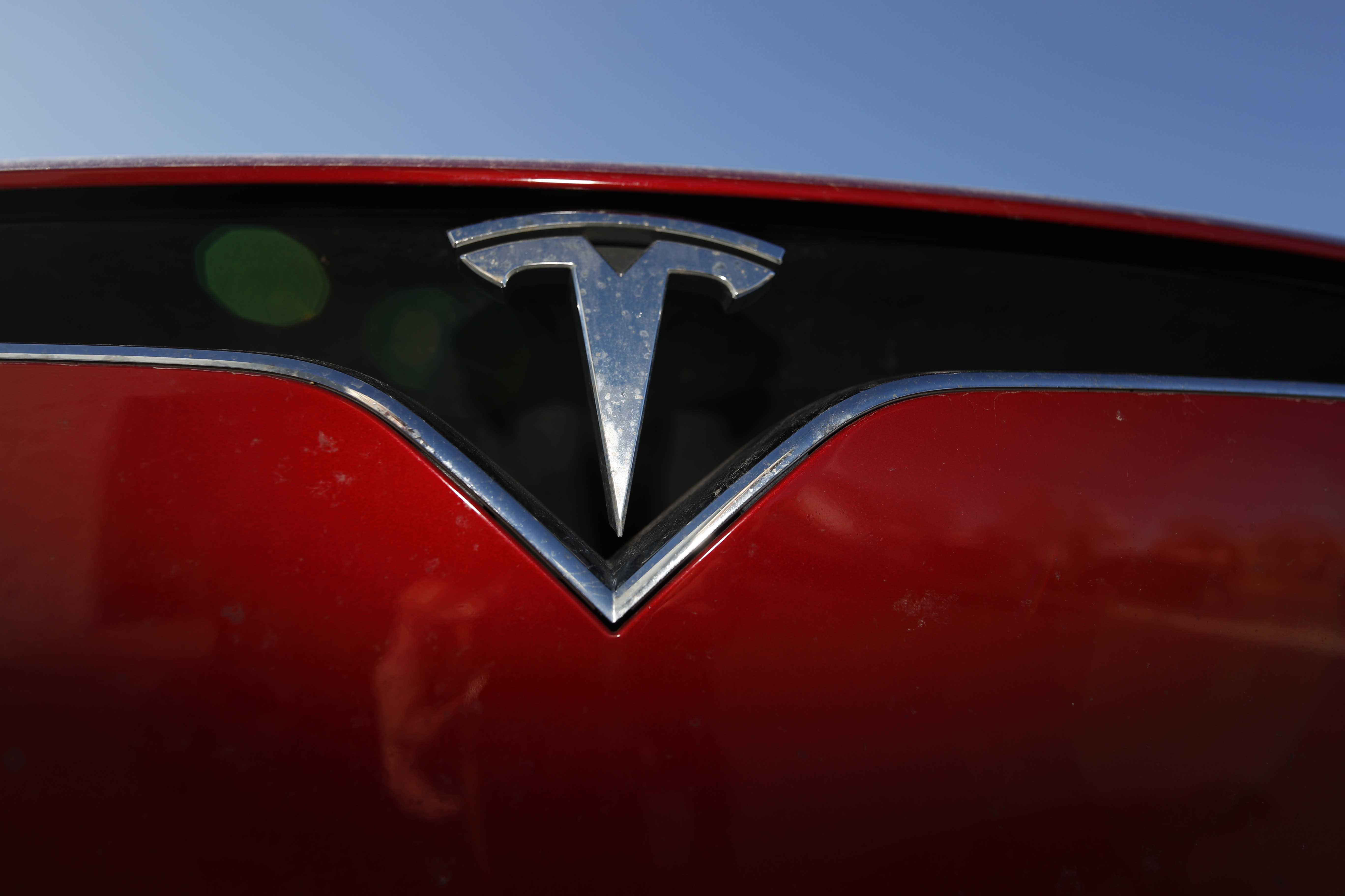 Tesla shares, fueled by Fed, surge on bullish analyst calls
