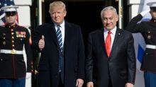 Trump dévoile son plan de paix salué par Israël mais rejeté par les Palestiniens