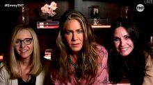 Jennifer Aniston, Lisa Kudrow y Courteney Cox protagonizan el reencuentro más inesperado de 'Friends' en los Emmy